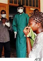 Aυξάνεται ο αριθμός των κρουσμάτων από τον ιό Εμπολα
