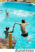 Παίζοντας στην πισίνα με ασφάλεια
