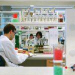 Εμβόλιο για κορωνοϊό: η ανακοίνωση από AstraZeneca/Οξφόρδη και σε τι διαφέρει